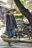 Vietnamese verkoopvrouw in Hanoi Stock Fotografie