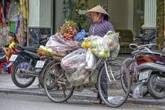 Vietnamese verkoopvrouw in Hanoi Royalty-vrije Stock Foto