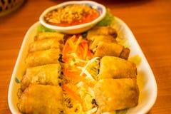 Vietnamese voedsel Gebraden de lentebroodjes Stock Afbeeldingen