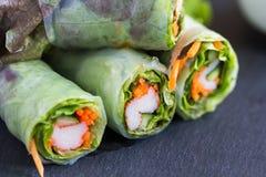 Vietnamesische Frühlingsrolle mit Gemüse und Krabbe haften Stockbilder