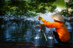 Vietnamesische Frau Hoan Kiem am See Stockfotografie