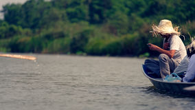 Vietnamesischer Tourist im Boot, Hanoo, Vietnam Lizenzfreie Stockfotos