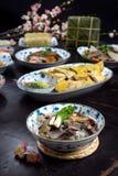 Vietnamesisches Lebensmittel für Tet-Feiertag Geliertes Fleisch, Chungs-Kuchen, gekochtes Huhn, Suppennudeln Lizenzfreie Stockfotos