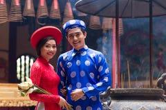 Vietnamesisk brud och brudgum arkivfoto