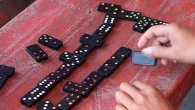 Vietnamesisk förälskelse för dobbleri att spela domino lager videofilmer