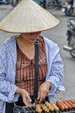 Vietnamesisk försäljningskvinna i Hanoi Fotografering för Bildbyråer