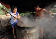 Vietnamesisk folkprocessmussla Royaltyfria Foton
