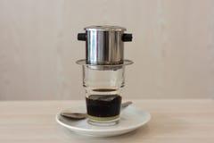 Vietnamesisk kaffestekflott in till ett exponeringsglas Arkivbild