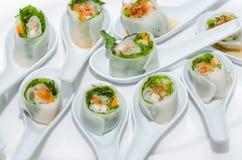 Vietnamesisk vårrulle med örter Royaltyfri Foto