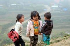 Vietnamesiska etniska H'mong barn spelar Arkivfoton