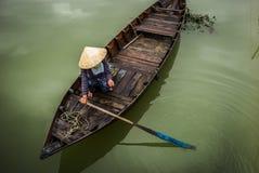 Vietnamesiska fartyg i Hoi An royaltyfri foto