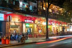 Vietnamesiska gatastänger i Ho Chi Minh City, Januari 2019 arkivfoton