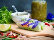 Vietnamesiska grönsakvårrullar Arkivbild