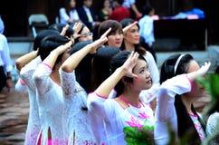 Vietnamesiska skolflickor royaltyfri foto