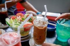 Vietnamesiskt iskaffe med mat Fotografering för Bildbyråer