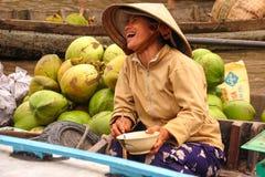Vietnamesiskt skratta för kvinna Royaltyfri Foto