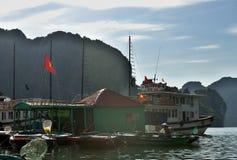 Vietnamesiskt sväva fiskeläge royaltyfri bild