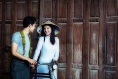 Vietnamien d'amour de couples dans la guerre de Vietnam Images stock