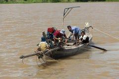 Vietnamita de la gente de barco, río de la savia de Tonle, Camboya, Foto de archivo