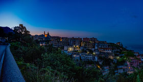 Vietri en el mar, panorama de la ciudad en el amanecer Visión desde la c foto de archivo