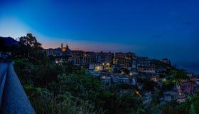 Vietri på havet, panorama av staden på gryning Sikt från cet Arkivfoto