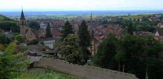 Vieuw au-dessus de Ribeauville, Alsace, France photographie stock