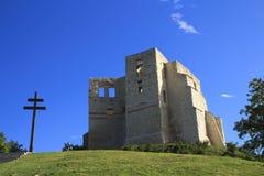 Vieux église et château sur la colline en Kazimierz Dolny images stock