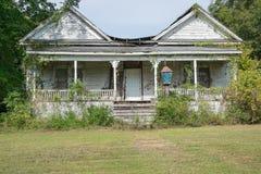 Vieux, abandonné, en mauvais état, le bâtiment de diminution des effectifs Photo stock