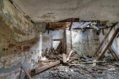 Vieux, abandonné et de émiettage bâtiment Photographie stock libre de droits