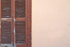 Vieux abat-jour du soleil de fenêtre Images stock