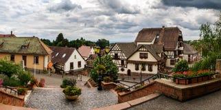 Vieux alsacien la vue de rue de village Photographie stock libre de droits