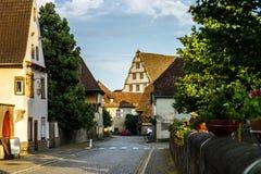 Vieux alsacien la vue de rue de village Images libres de droits