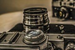 Vieux appareils-photo analogues russes de film avec des contrôles manuels Image libre de droits