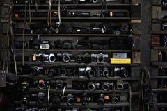 Vieux appareils-photo et lentilles Photos libres de droits