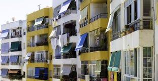 Vieux appartements colorés Photographie stock libre de droits