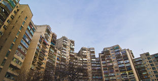 Vieux appartements de ville Photos libres de droits