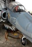 Vieux avion de chasse et munitions Photos libres de droits