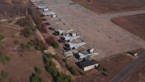Vieux avions russes militaires Vue supérieure, vue arrière latérale banque de vidéos