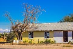 Vieux bâtiment abandonné dans le désert Image libre de droits