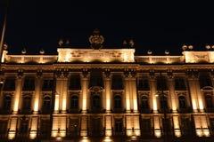 Vieux bâtiment allumé image libre de droits