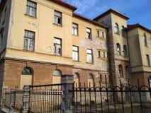 Vieux bâtiment d'un orphelinat abandonné Image libre de droits