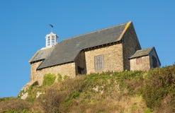 Vieux bâtiment de garde-côte chez Ilfracombe, Devon, Angleterre photographie stock