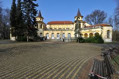 Vieux bâtiment de station thermale dans Banja Koviljaca, Serbie Photos libres de droits