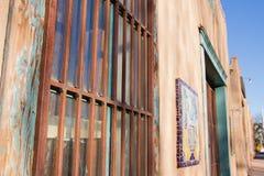 Vieux bâtiment du centre d'Adobe avec le charme Images libres de droits