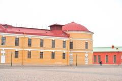 Vieux bâtiment en bon état à St Petersburg Photo libre de droits