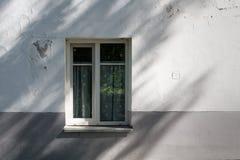 Vieux bâtiment européen gris classique image libre de droits