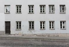 Vieux bâtiment européen gris classique Photographie stock libre de droits