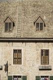 Vieux bâtiment fleuri de la vieille section de ville de Québec, Canada photos stock