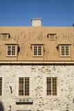Vieux bâtiment fleuri de la vieille section de ville de Québec, Canada photographie stock libre de droits