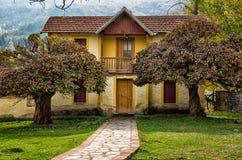 Vieux bâtiment néoclassique à Flórina, Grèce image libre de droits